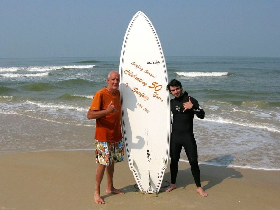 rish-taurani-with-swami-at-mantra-surf-club-8494988
